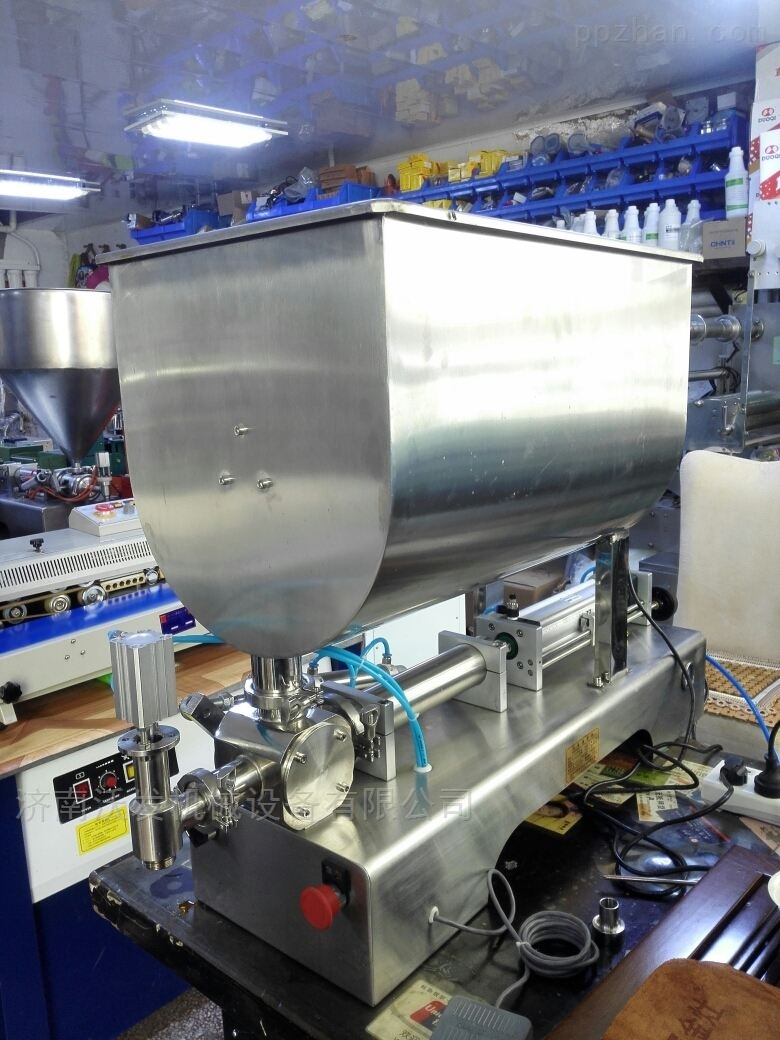 卧式膏体灌装机-- 大出料口对流混合