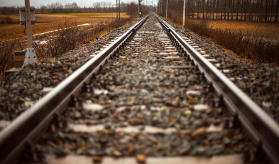 二季度全国铁路货物发送量同比增长8%